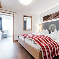 Dilly´s Wellness-Golf-Familien-Ski Resort****S Zimmerkategorien Panorama Juniorsuite mit Südbalkon