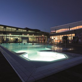 Urlaub-mit-Hund: Pool in der Dünen-Therme - StrandGut Resort